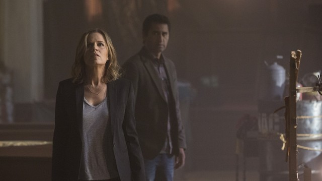 Kim Dickens and Cliff Curtis star on FEAR THE WALKING DEAD